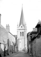 Eglise Saint-Mesmin - Clocher, ensemble pris de la rue