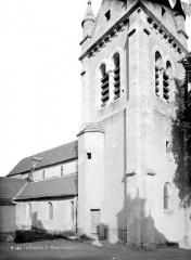 Eglise Saint-Mesmin - Partie de façade latérale et base du clocher