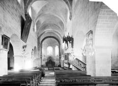 Eglise Saint-Mesmin - Intérieur : nef, vue de l'entrée