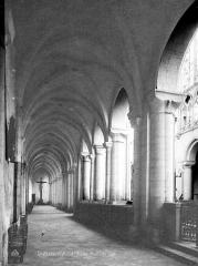 Eglise Saint-Pierre - Intérieur : bas-côté sud