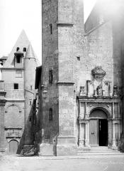 Eglise Saint-Aignan - Porte et tour