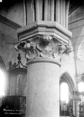 Eglise Saint-Leu-Saint-Gilles - Chapiteau de la nef à décor végétal