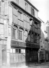 Maison du 15e siècle - Façade sur rue vue en perspective
