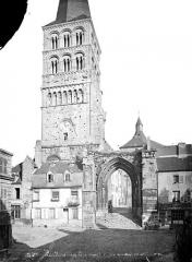 Eglise priorale Sainte-Croix - Clocher de la façade ouest, dit Tour Sainte-Croix