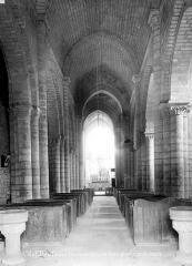 Eglise Saint-Chartier de Javarzay - Vue intérieure de la nef vers le choeur