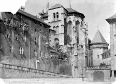 Château des Ducs de Savoie - Vue d'ensemble côté est et abside de la Sainte-Chapelle