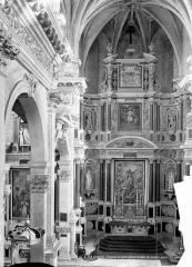 Collège - Chapelle : Vue intérieure du choeur. Grand retable et maître-autel