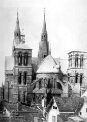Eglise Notre-Dame-en-Vaux et son cloître - Ensemble est
