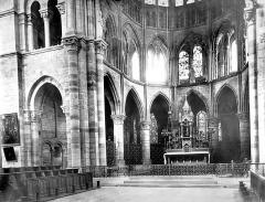 Eglise Notre-Dame-en-Vaux et son cloître - Vue intérieure du choeur