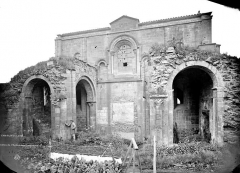 Abbaye de Charlieu - Eglise - Narthex et restes de la 1ère travée de la nef, côté est