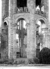 Ancienn abbaye Saint-Sauveur de Charroux - Tour : Partie inférieure