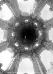 Ancienn abbaye Saint-Sauveur de Charroux - Tour : Coupole (vue verticale)