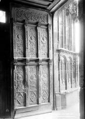 Eglise Saint-Martin (ancienne collégiale) - Portail de la façade ouest : Piédroit et porte