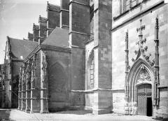 Basilique Notre-Dame - Façade d'entrée de la sacristie