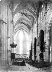 Eglise Saint-Paul - Vue intérieure de la nef vers le choeur