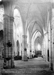 Eglise Saint-Paul - Vue intérieure du bas-côté sud, vers l'est