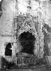 Ancienne abbaye cistercienne de Clermont - Tombeau sous enfeu