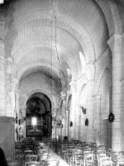 Eglise Saint-Jean-Baptiste - Vue intérieure de la nef vers le choeur