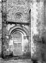 Ancienne abbaye Sainte-Foy - Portail du transept nord