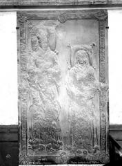 Eglise Saint-Pierre (ancienne abbatiale) - Pierre tombale