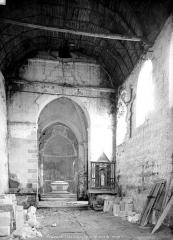 Eglise du cimetière (église Saint-Léger du Vieux-Bourg) - Vue intérieure de la nef vers le choeur