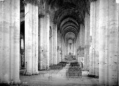 Eglise Notre-Dame de Cunault - Vue intérieure de la nef vers le choeur
