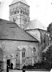 Eglise - Façade sud, clocher et transept