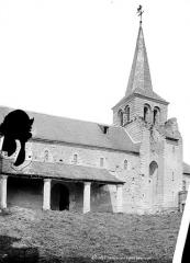 Eglise - Façade sud avec porche et clocher