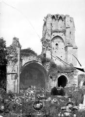 Eglise Notre-Dame du Pré (ruines) - Clocher et restes de la nef