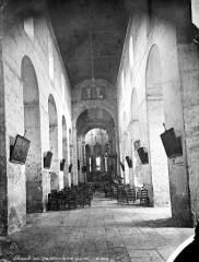 Eglise Saint-Léger - Vue intérieure de la nef vers le choeur