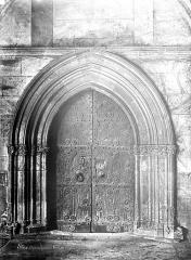 Eglise Sainte-Eulalie (ancienne cathédrale) - Porte donnant sur le cloître