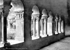 Eglise Sainte-Eulalie (ancienne cathédrale) - Cloître : Vue intérieure de la galerie ouest