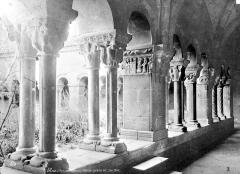 Eglise Sainte-Eulalie (ancienne cathédrale) - Cloître : Vue intérieure de la galerie est