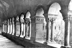 Eglise Sainte-Eulalie (ancienne cathédrale) - Cloître : Vue intérieure de la galerie nord