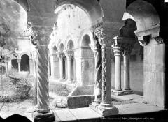 Eglise Sainte-Eulalie (ancienne cathédrale) - Cloître : Vue intérieure de la galerie sud