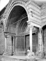 Eglise Notre-Dame (ancienne cathédrale) - Porche de la façade nord