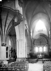 Eglise Notre-Dame (ancienne cathédrale) - Vue intérieure de la nef vers le choeur