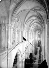 Collégiale Notre-Dame et Saint-Laurent - Vue intérieure du bas-côté nord, vers l'ouest, prise au niveau des tribunes