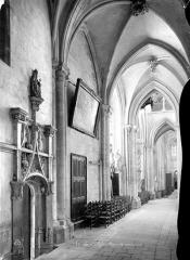 Collégiale Notre-Dame et Saint-Laurent - Vue intérieure du bas-côté nord, vers l'est