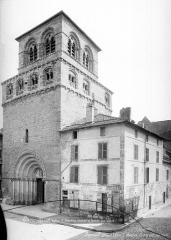 Eglise Saint-Maurice - Façade ouest et clocher, vus en perspective