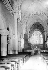 Abbaye - Eglise : Vue intérieure de la nef vers le choeur