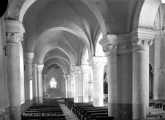 Abbaye - Eglise : Vue intérieure du bas-côté nord, vers l'est
