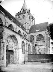 Ancienne abbaye Saint-Taurin - Façade sud : Portail, transept et clocher