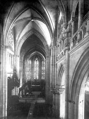 Ancienne abbaye Saint-Taurin - Vue intérieure de la nef vers le choeur, prise de la tribune
