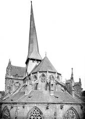 Abbaye bénédictine Notre-Dame d'Evron devenue Couvent de la Charité d'Evron - Eglise : Toitures de l'abside et flèche