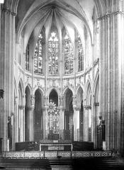 Abbaye bénédictine Notre-Dame d'Evron devenue Couvent de la Charité d'Evron - Eglise : Vue intérieure du choeur
