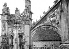Eglise de la Trinité - Abside : Contrefort et arc-boutant