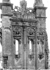 Eglise de la Trinité - Abside : Couronnement d'un contrefort