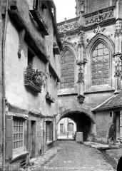 Eglise de la Trinité - Passage voûté sous le choeur