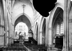 Eglise de la Trinité - Vue intérieure de la nef vers le choeur